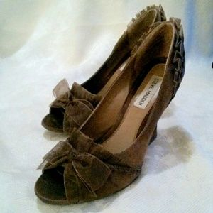 Steve Madden Satin Ruffled Trim Peep Toe Shoes
